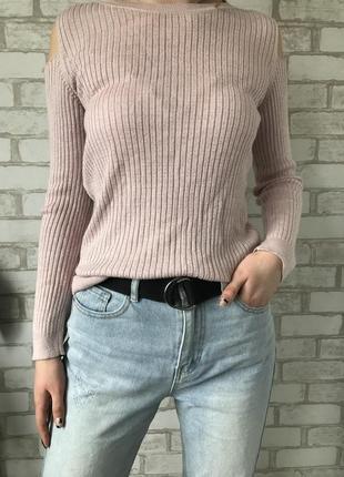 Пуловер с вырезами