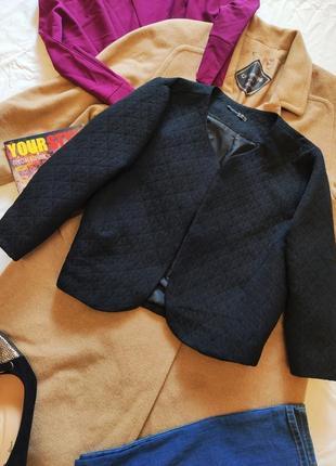 Пиджак жакет чёрный с тиснением укороченный рукав 3/4 атмосфера