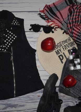 S фирменная женская стильная жилетка косуха кружево гипюр с заклепками и шипами forever 21