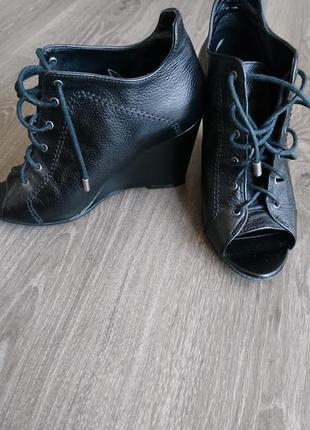Ботинки с французским пальчиком