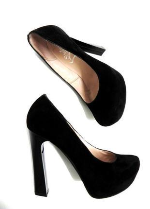Замшевые туфли на устойчивом каблуке 39 размер