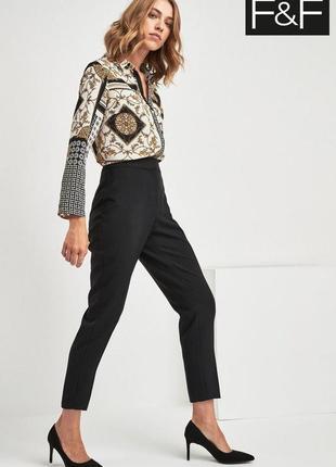Актуальные зауженные укороченные брюки f&f размер 10