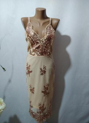 Шикарное платье с вышивкой пайетками