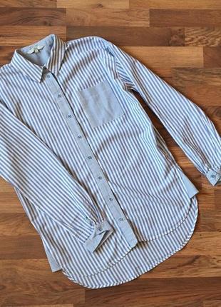 Качественная котоновая голубая рубашка в актуальную полоску