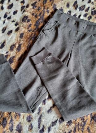 Спортивные штаны divided на флисе