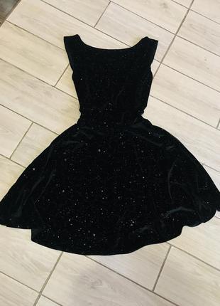 Шикарное платье в капельку