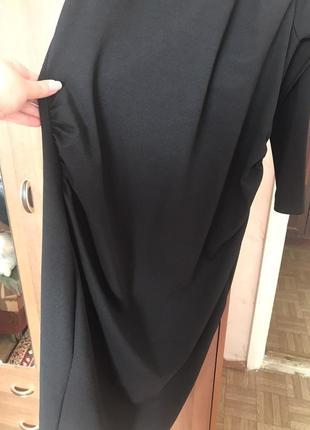 Вечернее платье-миди с оголёнными плечами3 фото