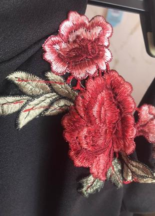Вечернее платье-миди с оголёнными плечами8 фото