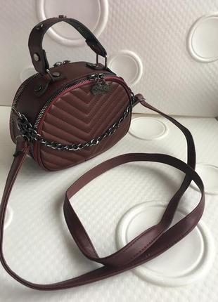 Клатч , сумка женская бордового цвета,очень вместительная на длинном ремне