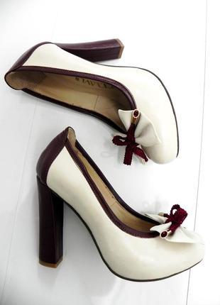 Кожаные туфли светло-бежевые с бордовым  37,38,39