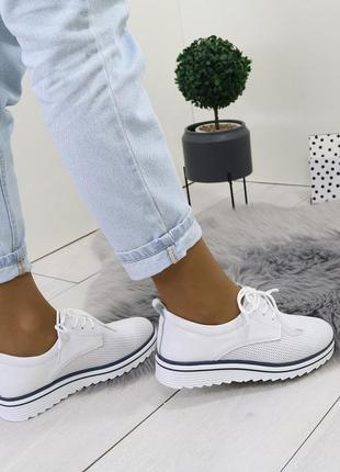 Белые кожаные туфли на шнурках,с перфорацией