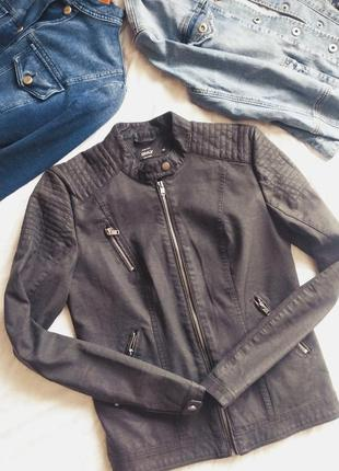 Стильна весняна фірмова куртка