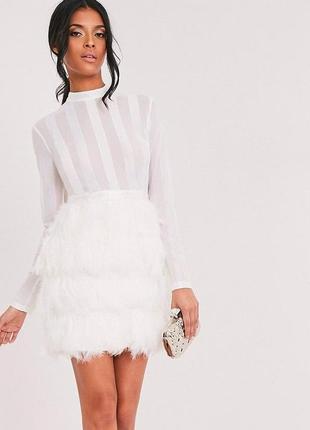 Шикарное белое платье в перьях сетка на выпускной коктейльное нарядное