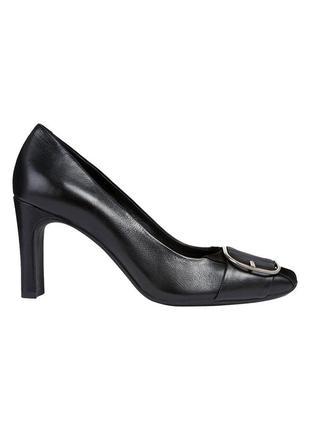 Натур. кожаные туфли на прямом каблуке с пряжкой тренд сезона geox