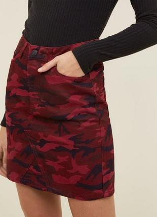 Джинсовая юбка в милитари стиле