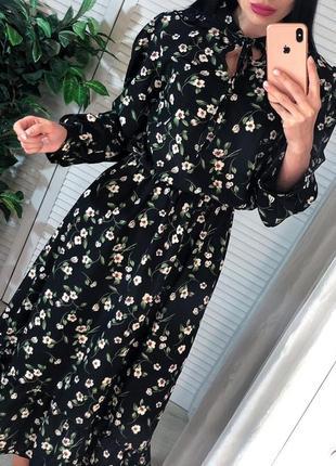 Весеннее чёрное платье с цветами