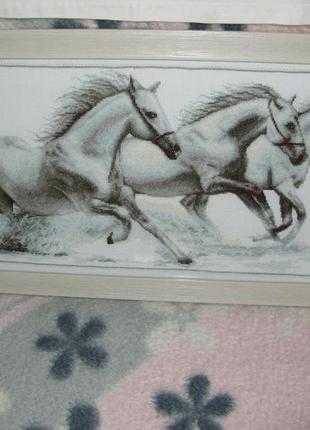 """Вишита картина """"білі коні"""""""