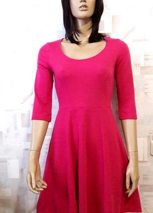 Стильное трикотажное  платье цвета фуксии от dorothy perkins