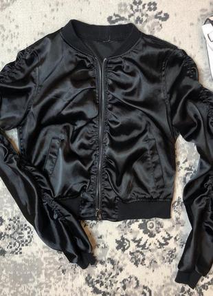 Стильный бомбер-куртка на молнии