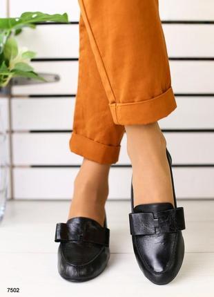 Женские туфли без каблука с бантом