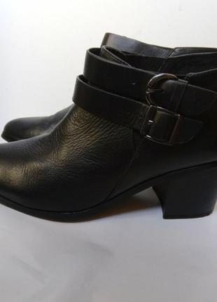 Чёрные кожаные ботинки казаки туфли/ черевики туфлі