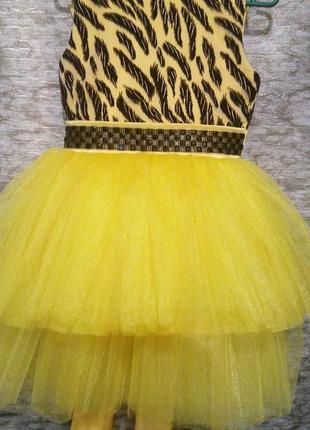 Красивое яркое пышное платье