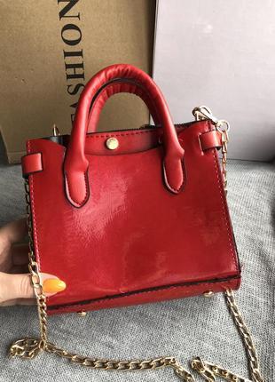 Красная лаковая сумка, кроссбоди новая уценка