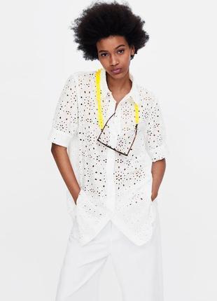 Білосніжна подовжена блуза, сорочка з вишивкою рішельє, вільний крій