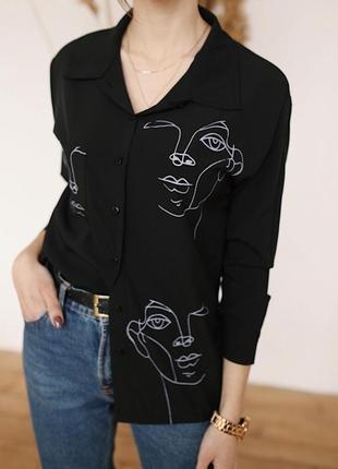 Чёрная блузка с актуальным принтом🌸