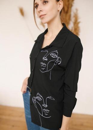 Чёрная блузка с актуальным принтом🌸2 фото
