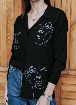 Чёрная блузка с актуальным принтом🌸4 фото