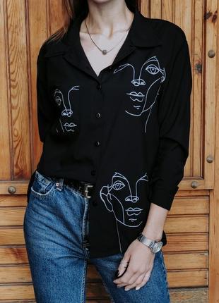 Чёрная блузка с актуальным принтом🌸5 фото