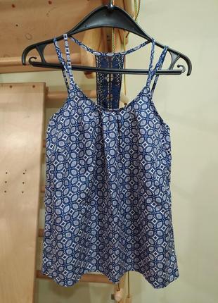 Легкая базовая блуза на тонких бретелях