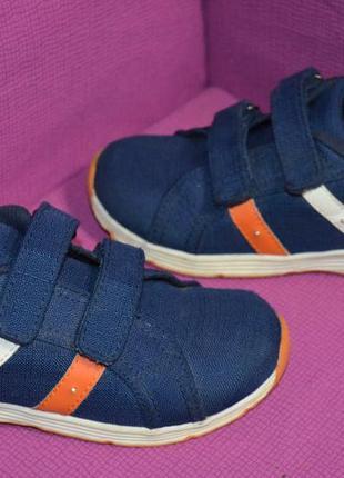 Стильные кроссовки, мигают при ходьбе