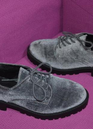 Стильные велюровые туфли-оксфорды primark.