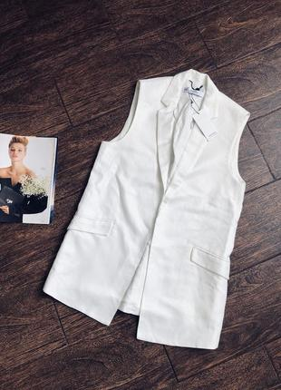Очень стильная белая льняная жилетка