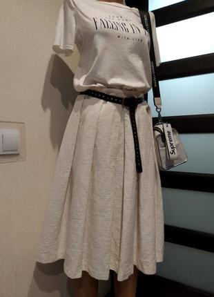 Стильная плотная пышная юбка молочно-белого цвета