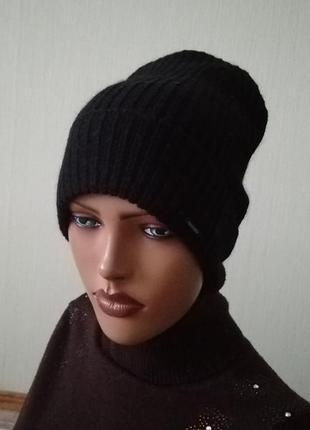 Молодёжная чёрная шапка унисекс