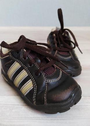 Детские коричневые кроссовки adidas 13,3см.