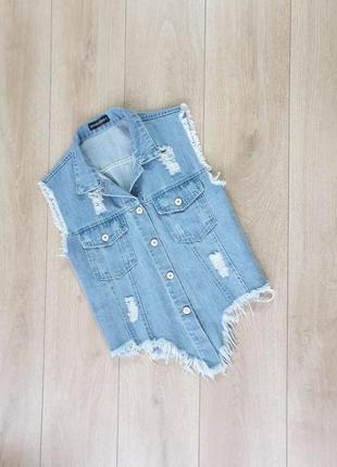 Стильненькая джинсовая жилетка
