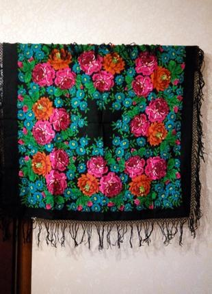 Шерстяной платок в украинском стиле