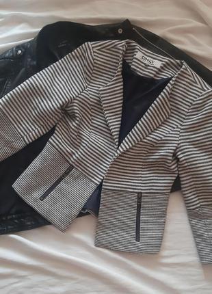 Стильный пиджак в полоску размер  xs s only