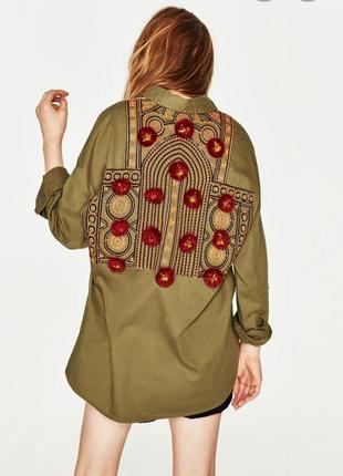 Плотная рубашка с помпонами zara l