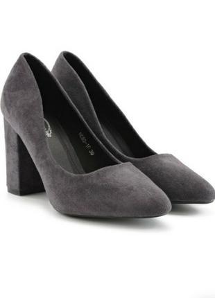 Стильные серые замшевые туфли лодочки на широком удобном каблуке модные