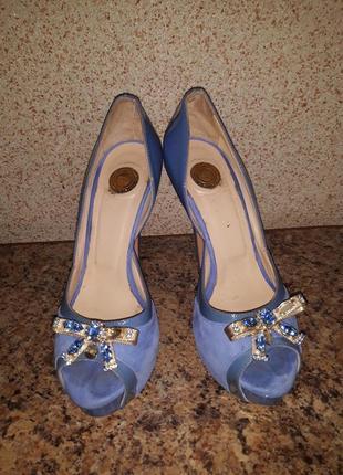 Шикарнющі босоножки туфлі