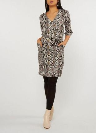 Платье миди на запах с поясом в  змеиный принтом