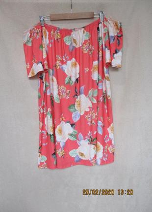 Трикотажное свободное платье-туника в цветочный принт/батал