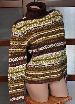 Теплый свитер с норвежскими мотивами