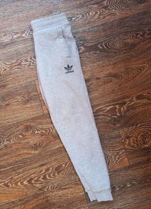Спортивние штаны adidas