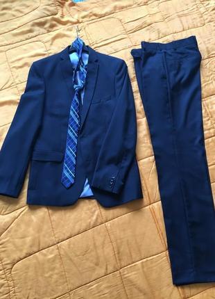 Чоловічий костюм (на випускний)